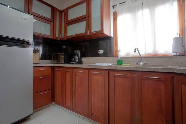 Cartagena Moneda Apartments - kitchen in 2 bed
